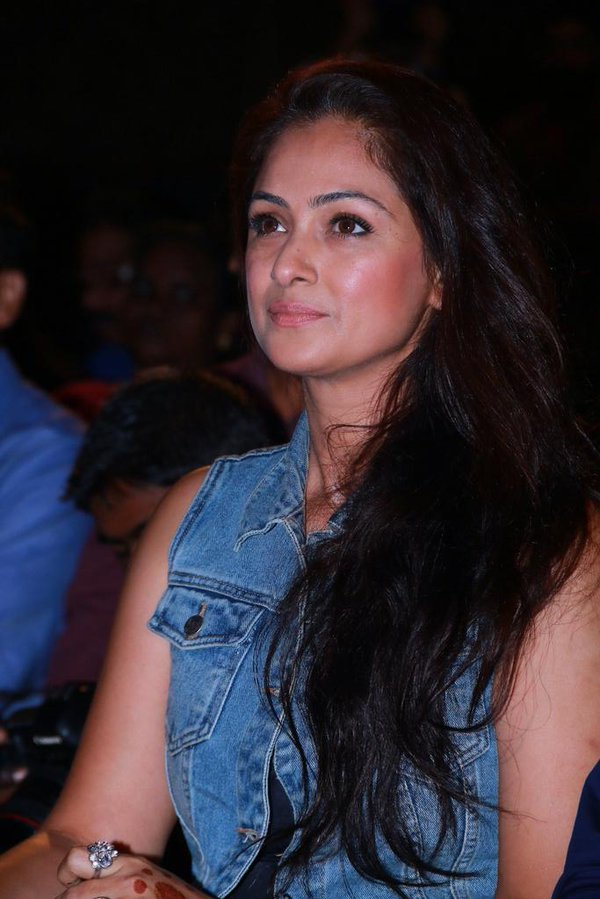 the evergreen simran latest photos
