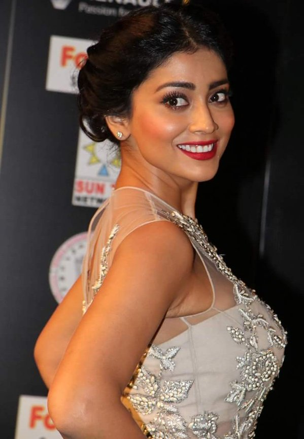 Gorgeous Shriya Saran Latest Photo Collection