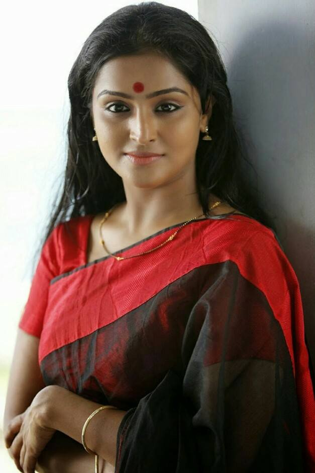 25 Best Accent Nails Ideas On Pinterest: 25 Best Remya Nambeesan Images On Net