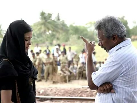 Maniratnam giving instructions to Aishwarya Rai