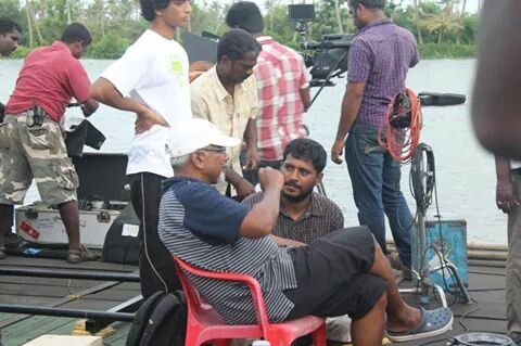 Maniratnam giving instructions to assistant director at location