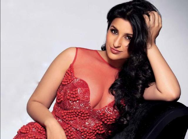 Parineeti Chopra (Hot and Navel)