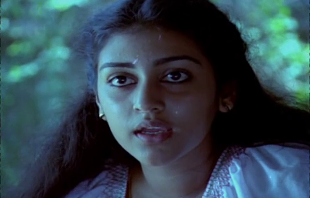Parvathy in Thoovanathumbikal