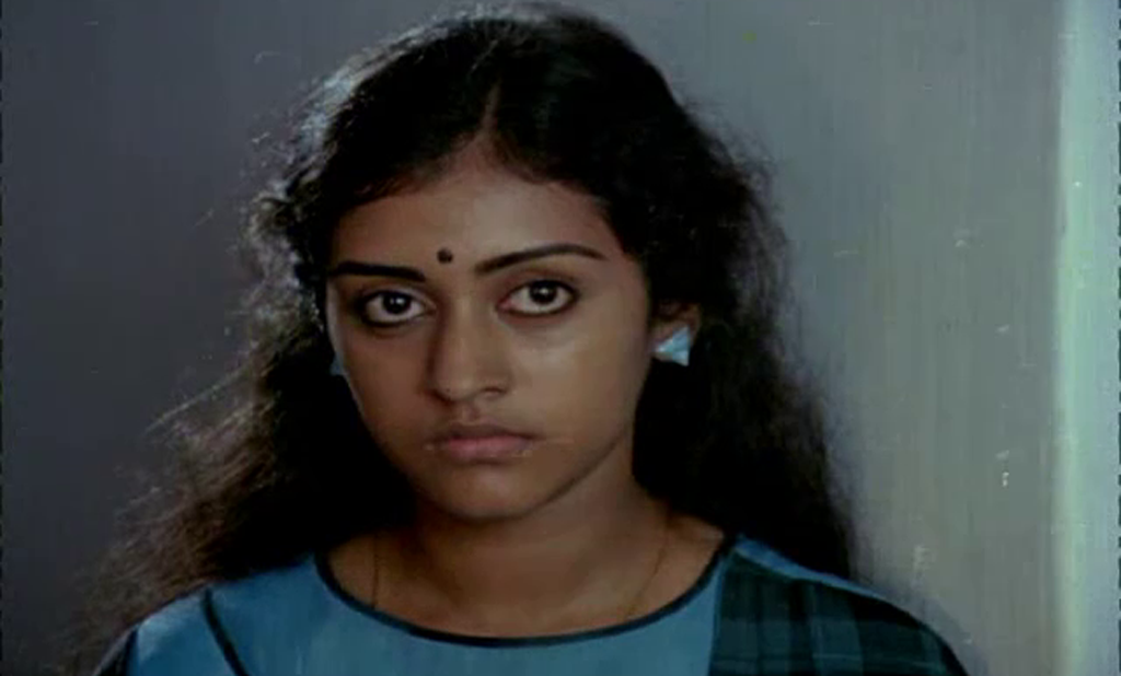 Parvathy from a scene of Thoovanathumbikal