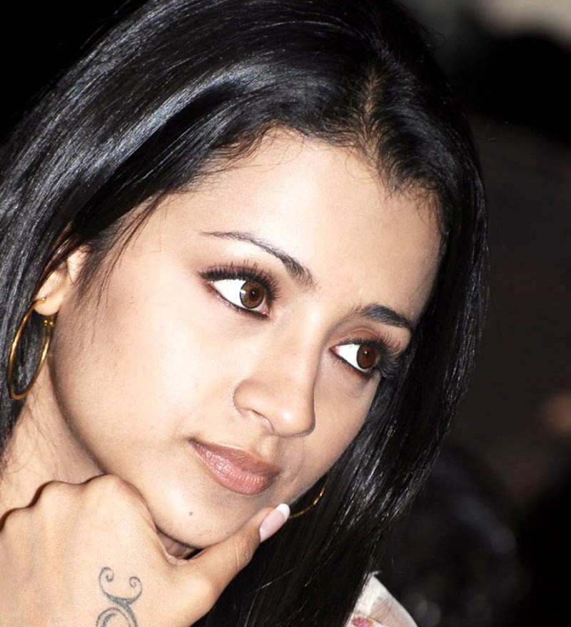 Trisha Krishnan close up
