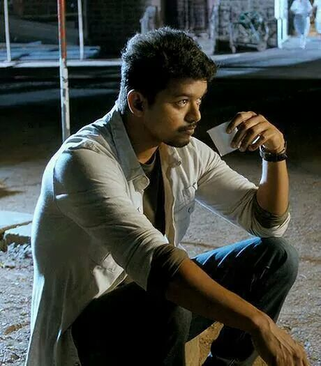 Vijay from a scene in Thuppaakki