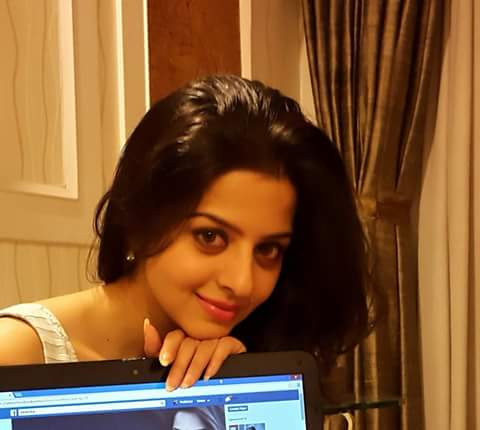 Vedhika smiling photo