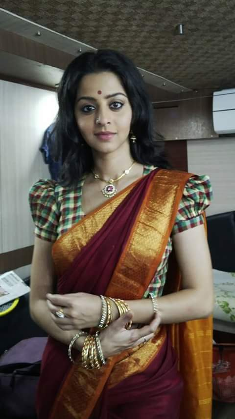 Vedhika in traditional saree