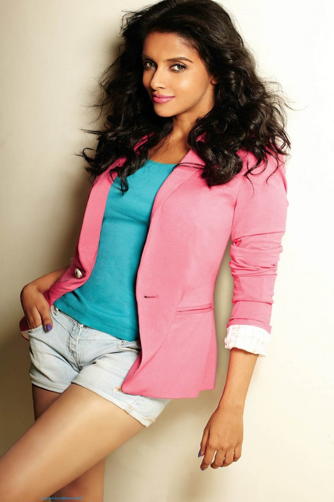 Asin posing for a photoshoot