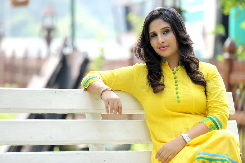 Jeena Raju hot in yellow sudithaar