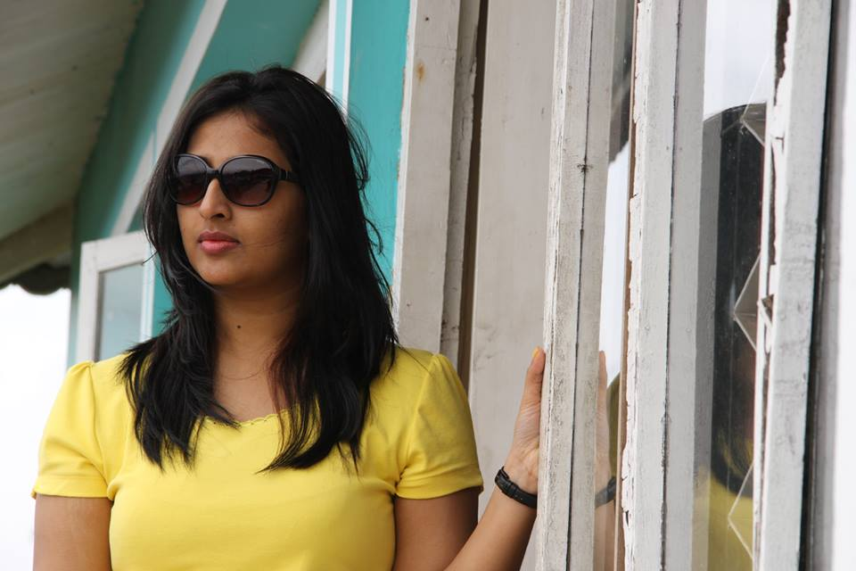 Jeena Raju hot in tight t shirt yellow