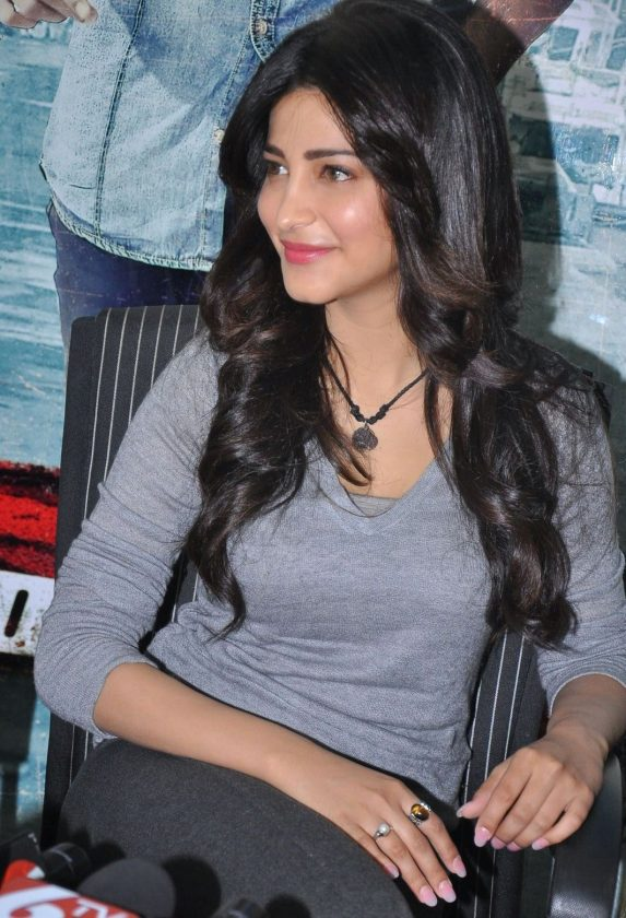 Actress Shruti Haasan real life photo