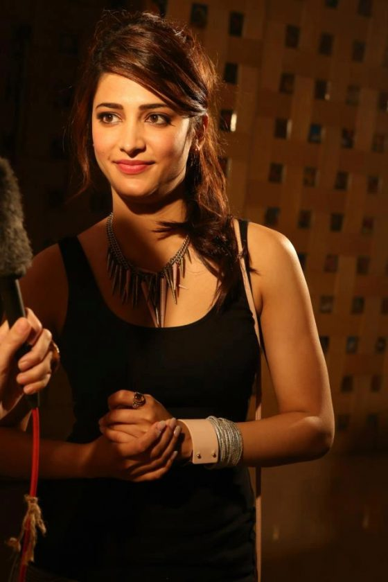 Shruti Haasan location still Tamil Actress
