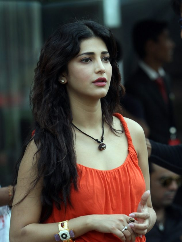 Shruti Haasan real life photo