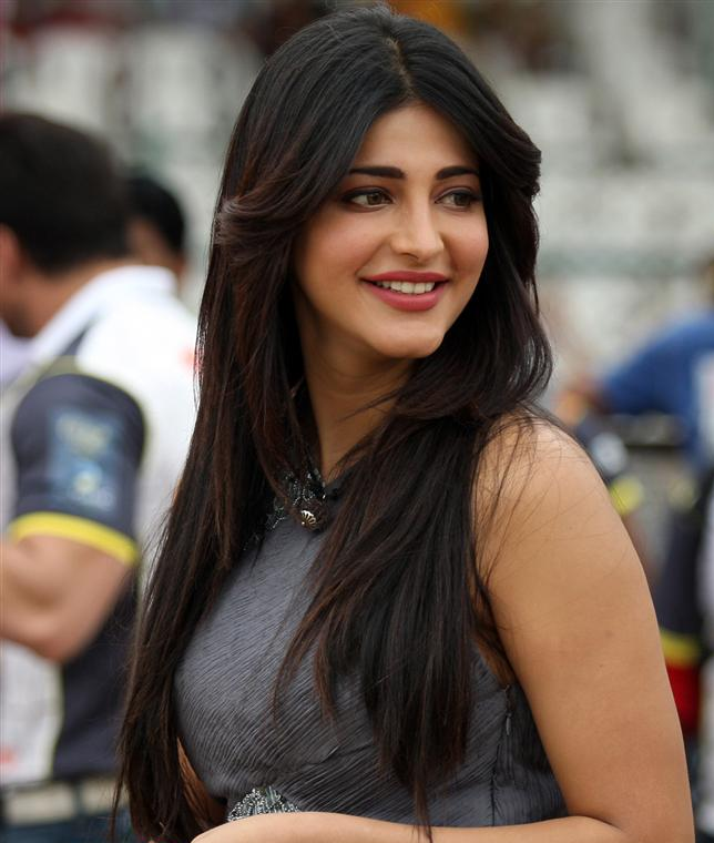 Shruti Haasan smiling