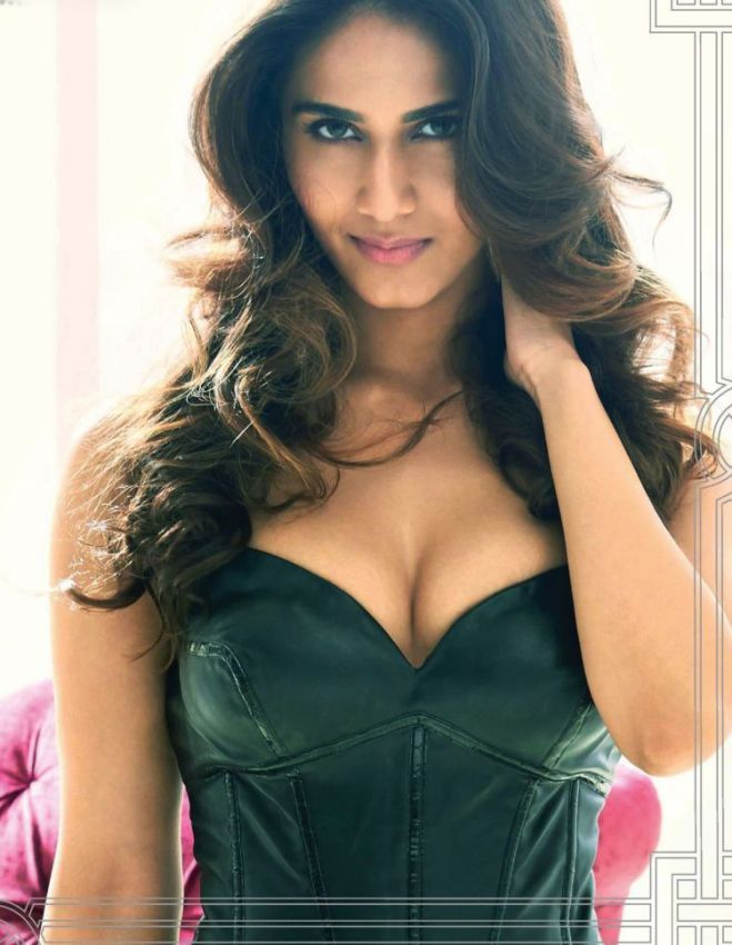 Vaani Kapoor hot photo pose