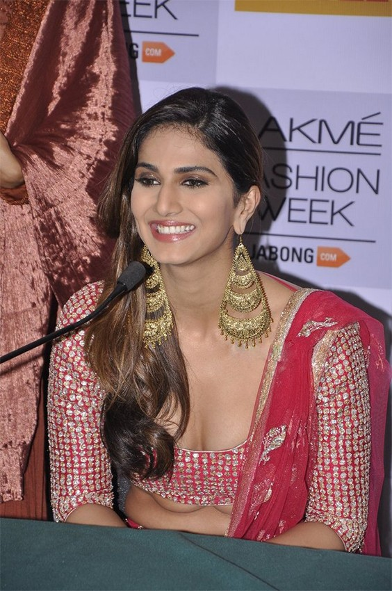 Vaani Kapoor navel real life photo