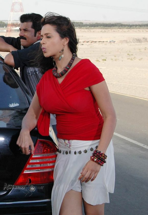 Bhavana Hot and Sexy in red top Photo