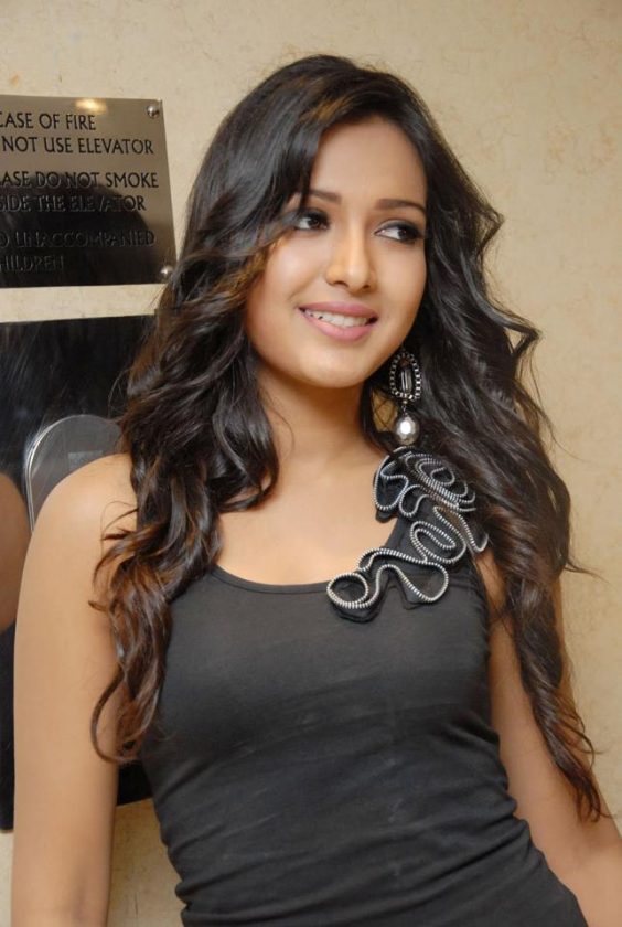 Catherine Tresa hot in tight top