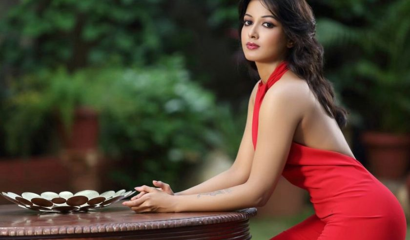 Catherine Tresa hottest photo in red
