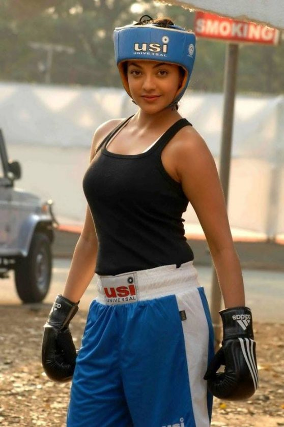 Kajal Aggarwal hot in tshirt black