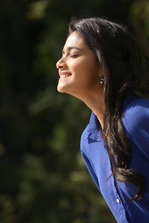 Keerthy Suresh smiling young age photo