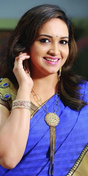 Lena (Malayalam Actress) in blue saree