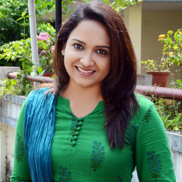 Lena (Malayalam Actress) real life photo