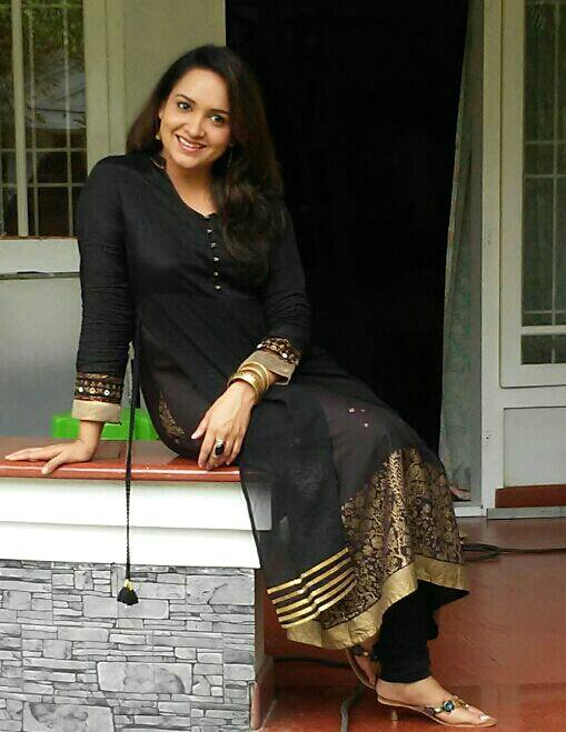Malayalam Actress Lena in back sudithar