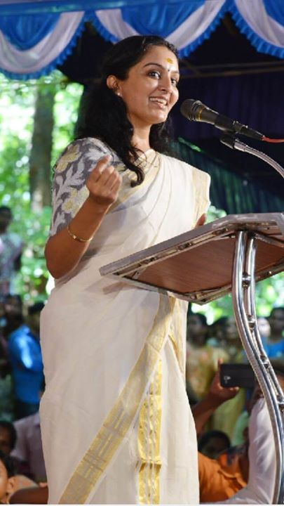 Manju Warrier in kerala set saree