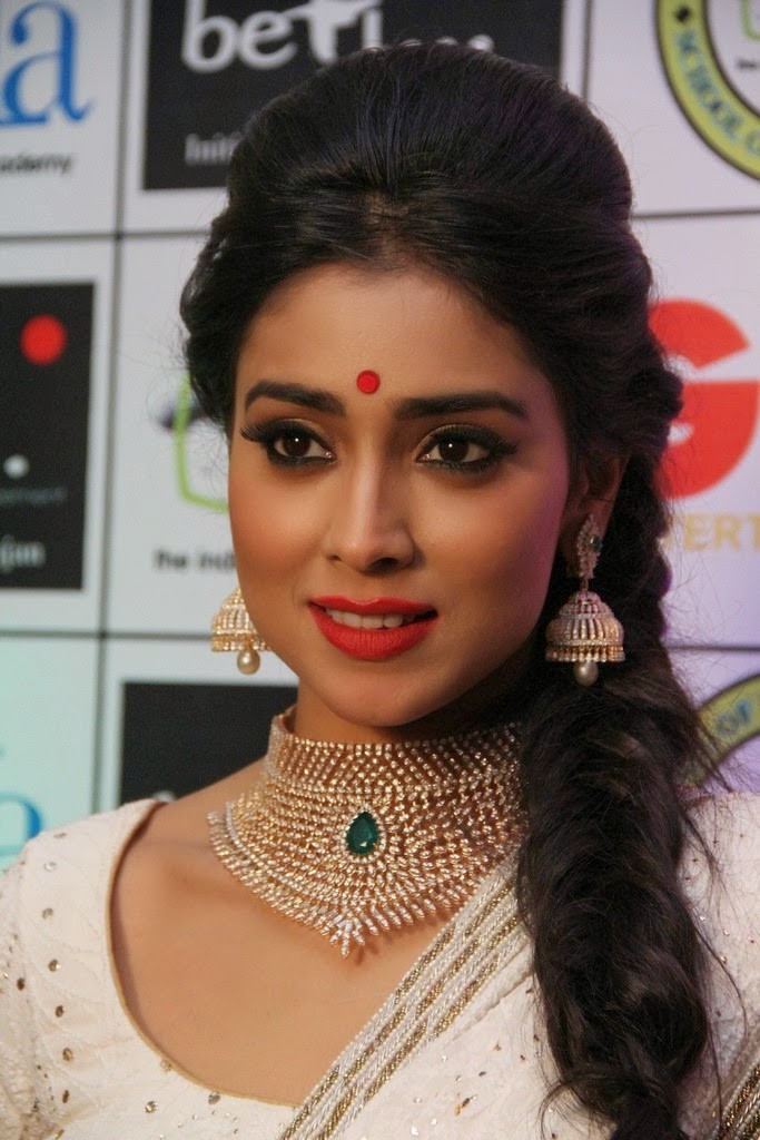 Shriya Saran close up photos in white saree