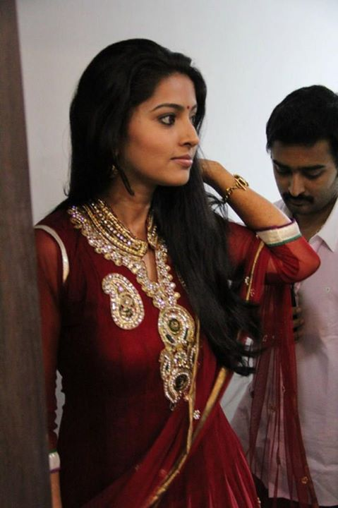 Tamil actress Sneha in red sudithar