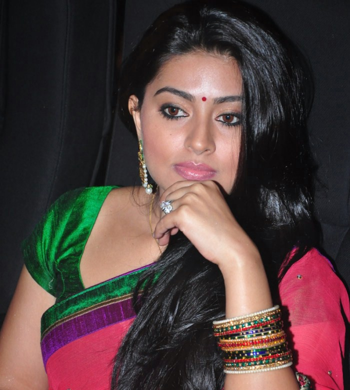 Sneha Cute Saree Stills