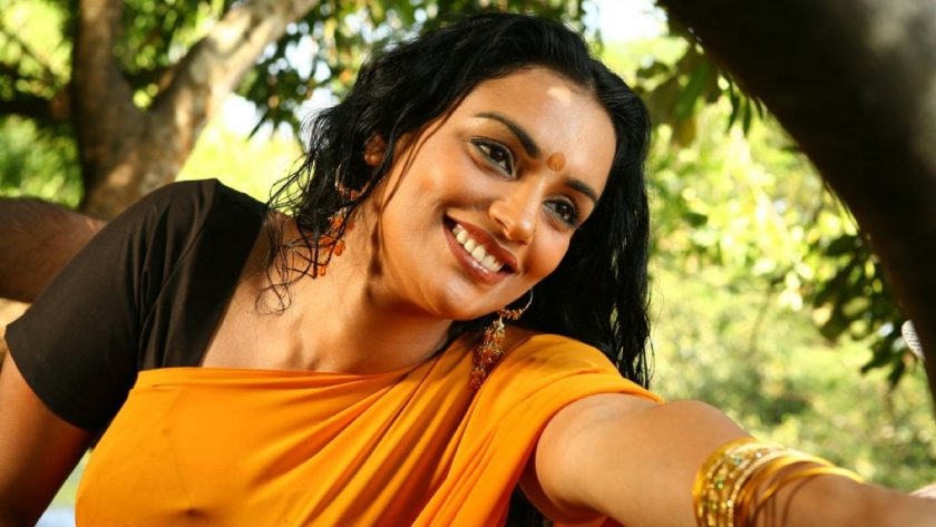 Shwetha Menon hot malayalam actress