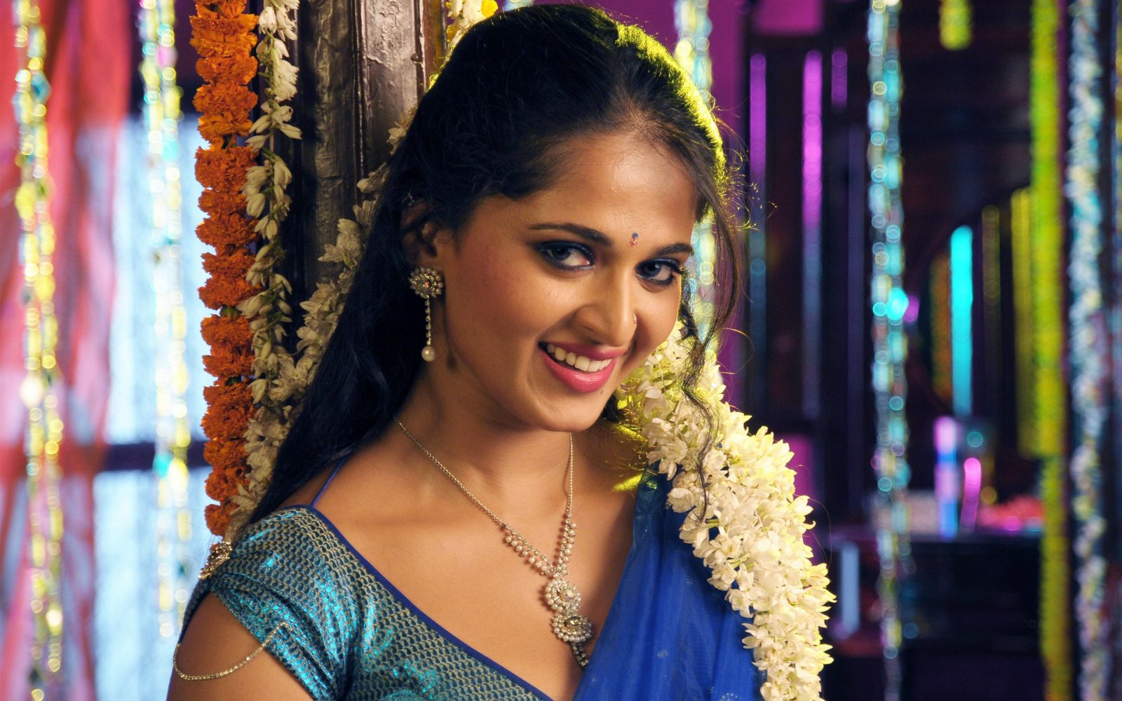 Anushka Shetty Hot in saree