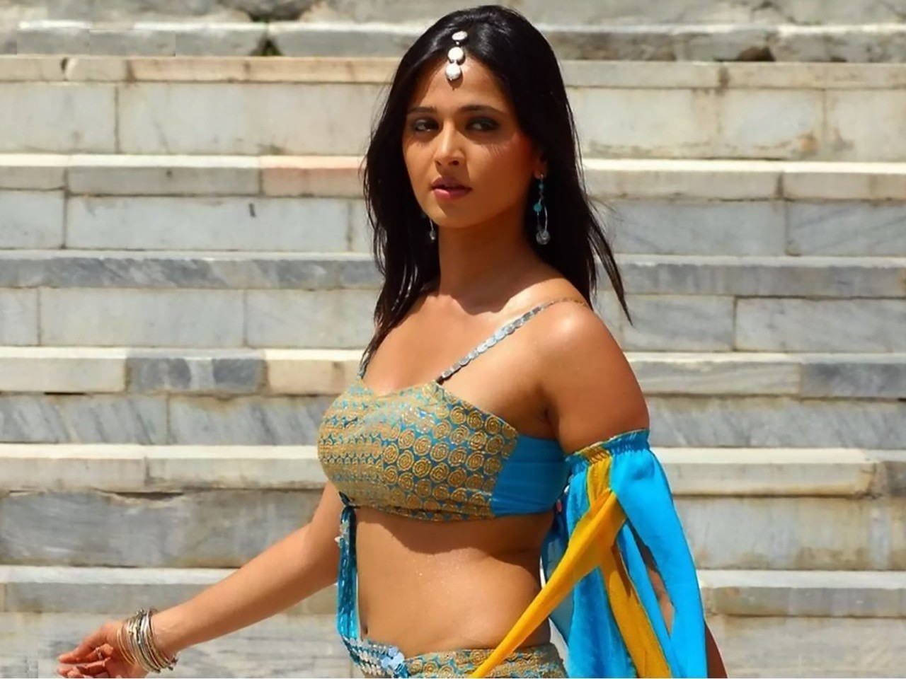 Anushka Shetty Hot navel
