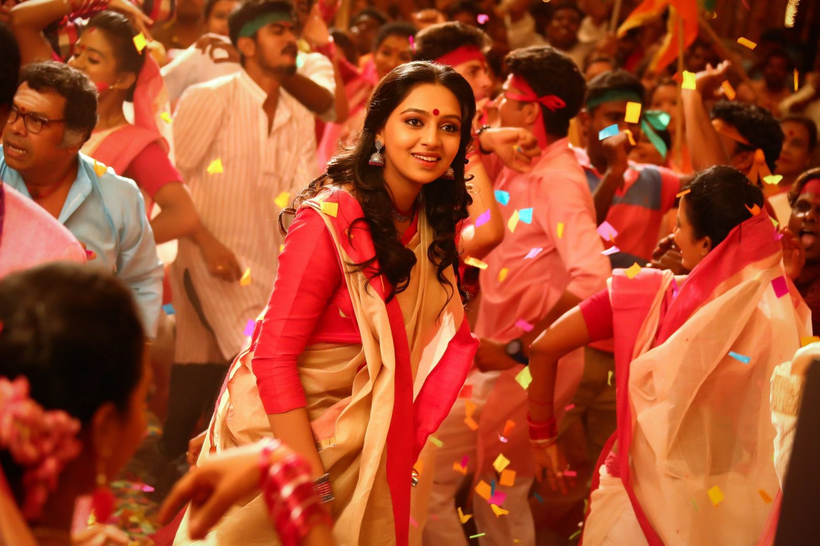 Lakshmi Menon in saree in Vedalam