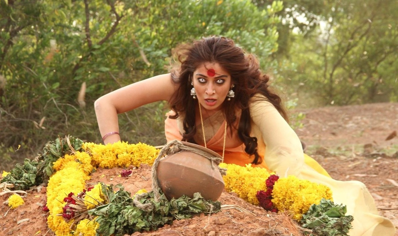 Sowkarpettai Lakshmi Rai as ghost