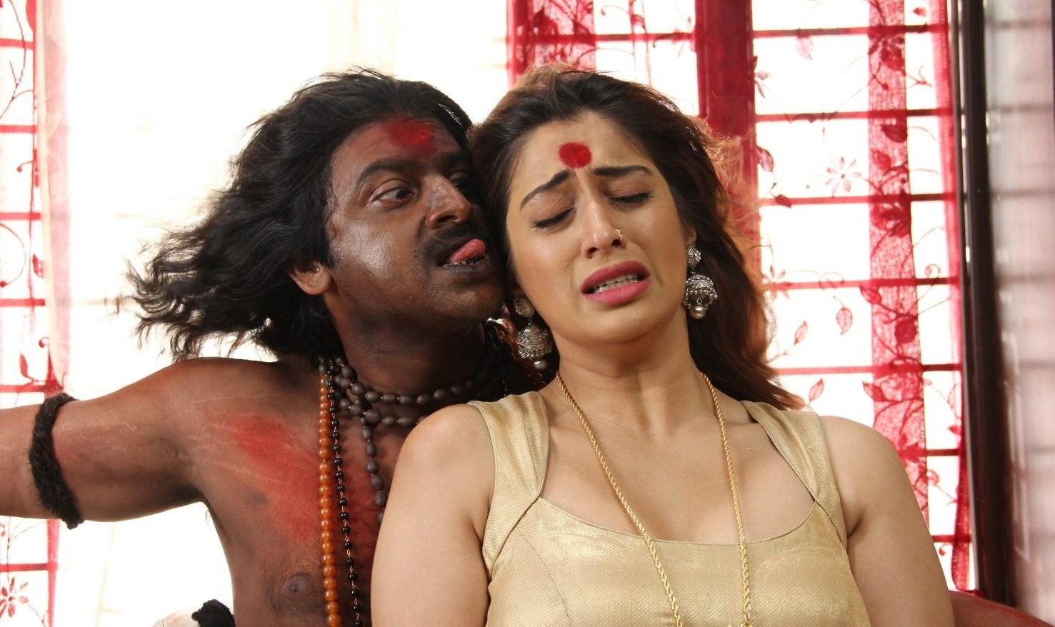 Sowkarpettai Lakshmi Rai Hot in saree