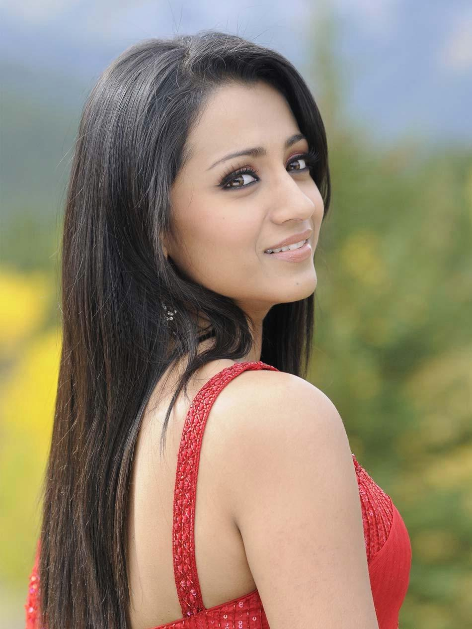 Trisha Beautiful Plumeria Movies (8)