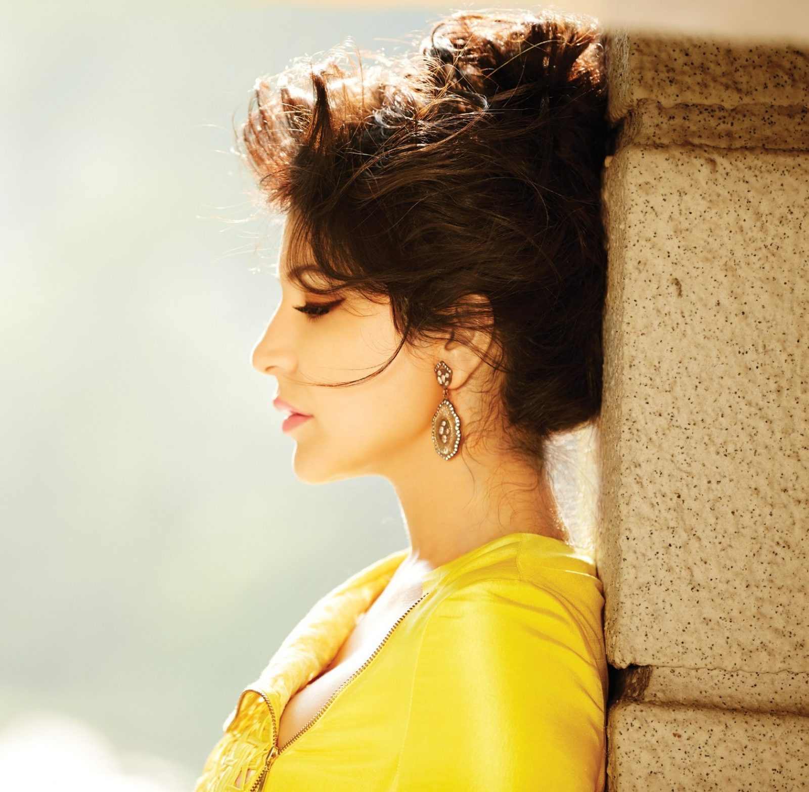 Anushka Sharma Hot FilmFare Photoshoot (6)
