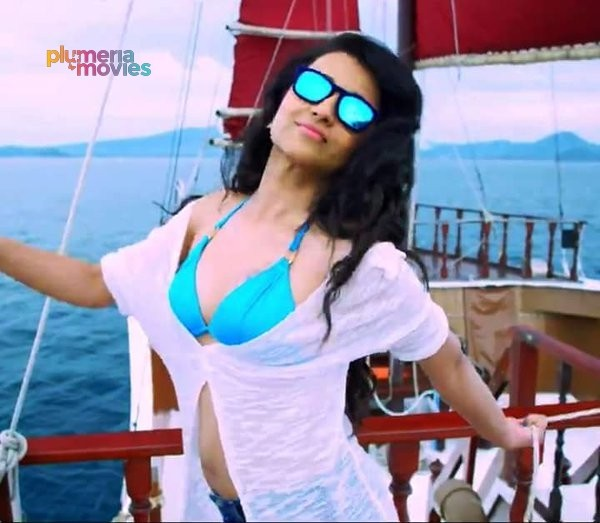 Trisha Bikini Hot in Aranmanai 2 Kalvathi