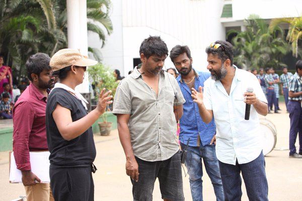 #Manithan Working Stills Hansika  (4)