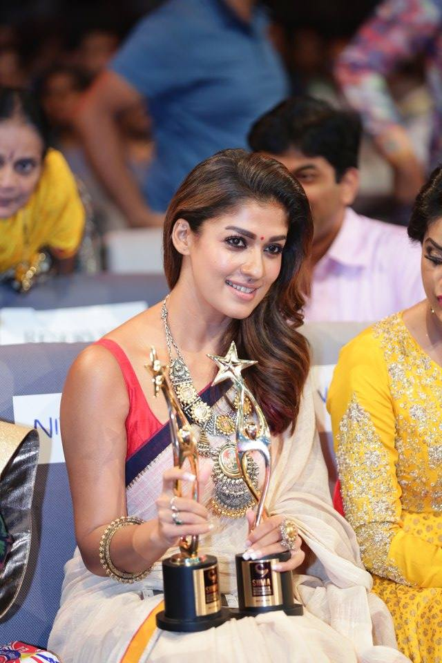 Nayanthara in White Saree Hot 2016