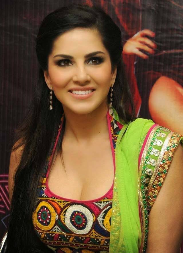 sunny-leone-latest-photo-indian-costume