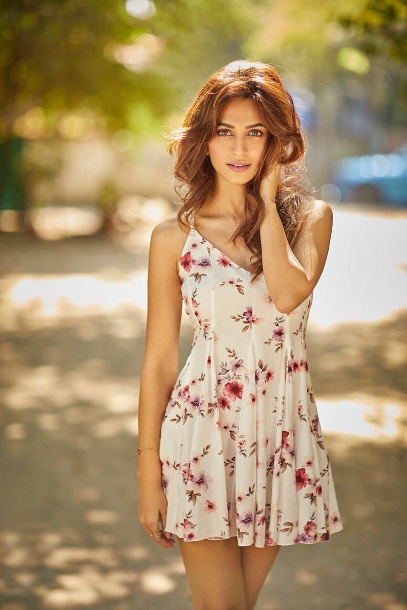 Kriti Kharbanda Photos, Pictures and Images