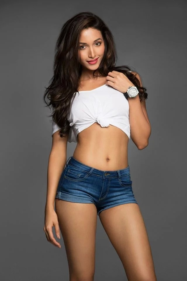 Hot Indian Girls In Shorts