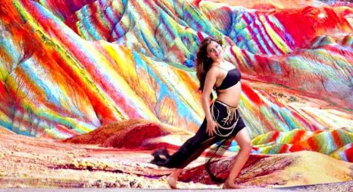 Samantha Prabhu hottest pose from a song sequence.