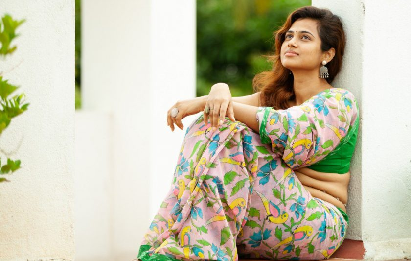 Ramya Pandian in saree siting on the floor