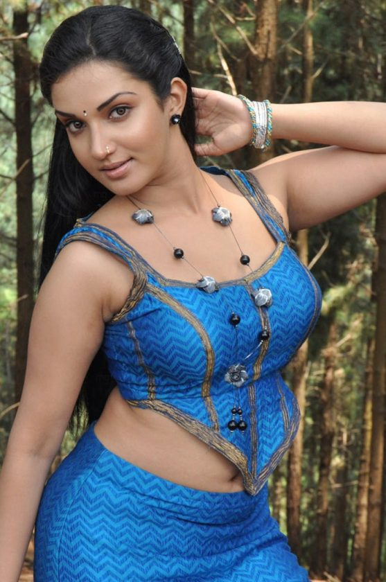 Honey Rose hot in a Tamil movie song